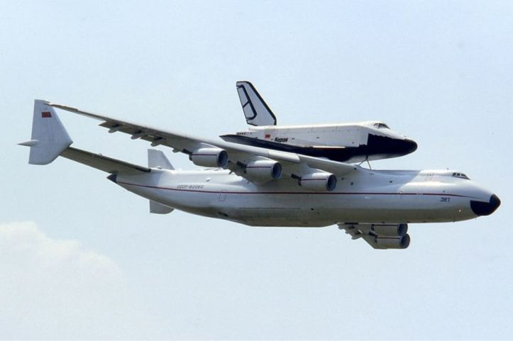 gallery-1455058348-antonov-an-225-with-buran